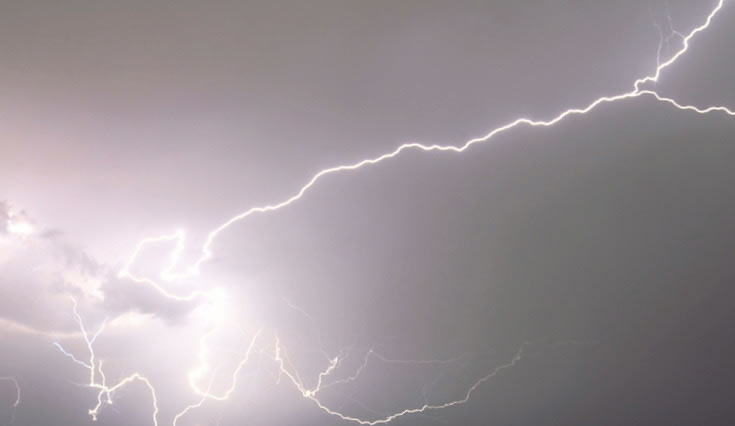 THE LIGHTNING STRIKE OF IDEAS: THE MIGRATORY SYMBOLISM OF THE THUNDERBOLT